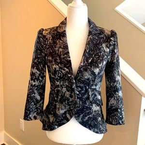 Fitted jacket with Black and Gray Design